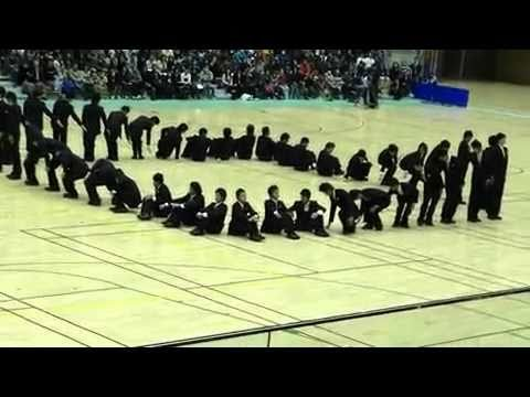 Japanese Synchronized Walking – roboting the humanity